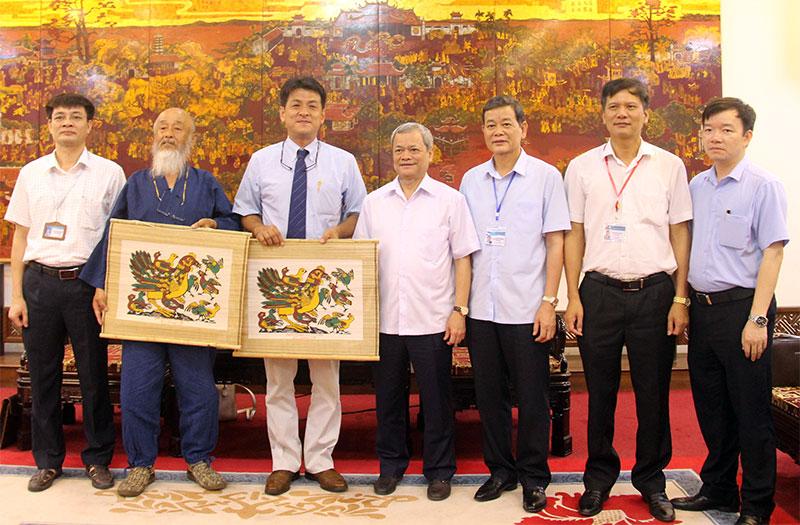 Chủ tịch UBND tỉnh Nguyễn Tử Quỳnh tiếp Đoàn nghệ nhân làm gốm Nhật Bản