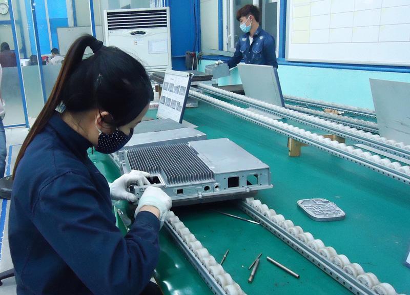 Sản xuất công nghiệp dần phục hồi